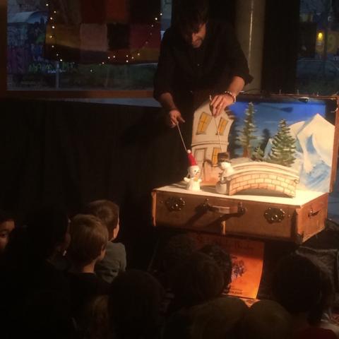 Snowman puppet show suitcase koffertheater