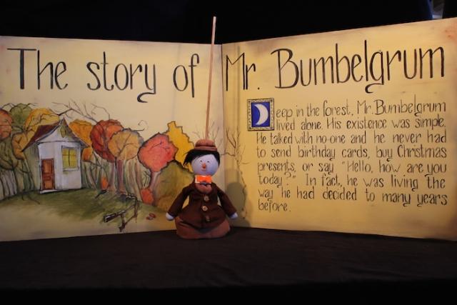 Puppet, marionnette, house, pop up book