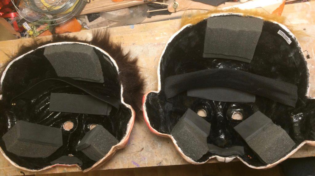 Masques vus de l'intérieur montrant les rembourrages et élastiques.